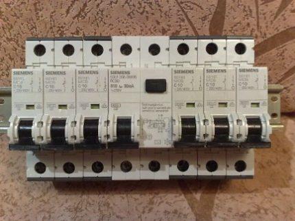 Machines automatiques et RCD sur rail DIN