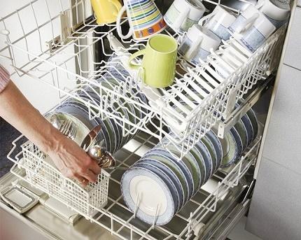 Assiettes et tasses au lave-vaisselle