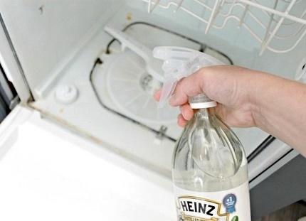 Manual dishwasher cleaning