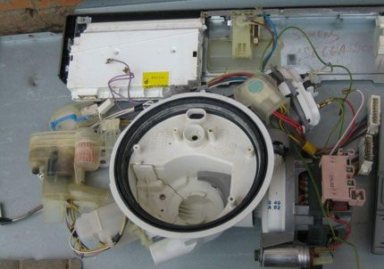 Dismantled pressure switch and pan