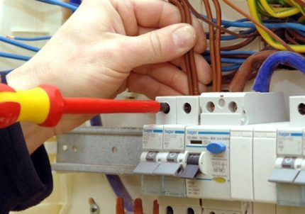 Installation of the machine in the electrical panel