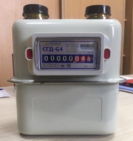 Vertical gas meter