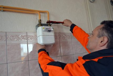 Technician mounts a gas meter
