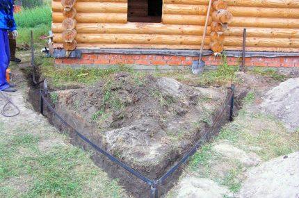 Zemes cilpa pie koka mājas