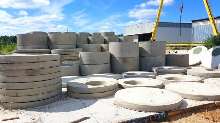 Reinforced concrete rings in the open area of the plant