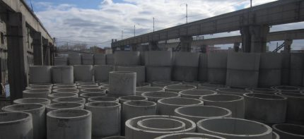 Reinforced concrete rings in a factory warehouse