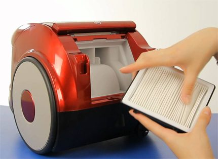 Cleaning Samsung Vacuum Cleaner Filters