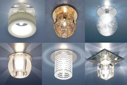 Lampes avec différentes lampes pour un plafond tendu
