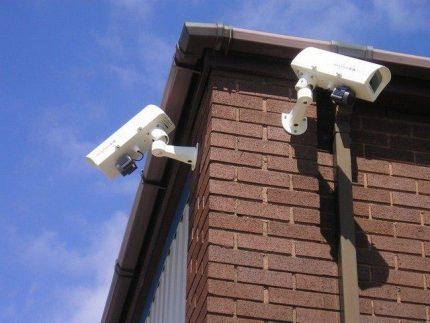 Fotoaparatų išdėstymas pastato kampuose
