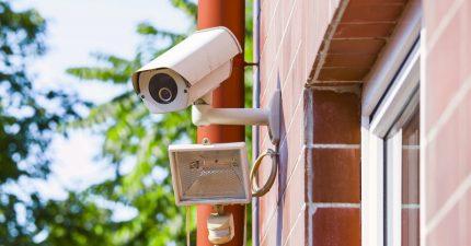 Skaitmeninio fotoaparato galimybė su papildomu foniniu apšvietimu