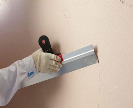 Kitt av väggar för målning