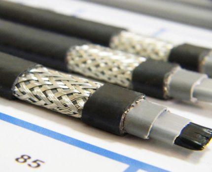 Apsildes kabelis no metāla