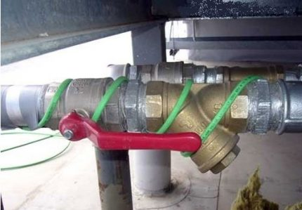 Pipe winding with heating cable