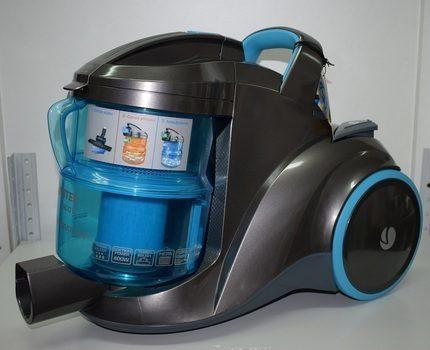 Vacuum cleaner with aquafilter