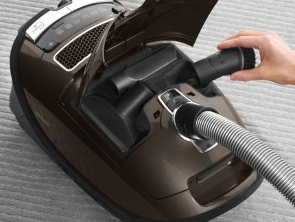 Vacuum cleaner Mile with storage for nozzles