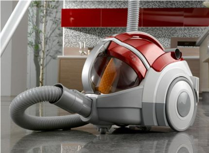 Vacuum cleaner with compressor system