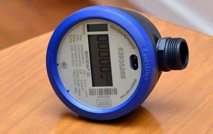 Compteur d'eau avec affichage électronique