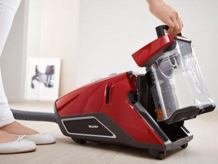 Vacuum cleaner red Miel