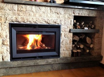 Built-in fireplace insert