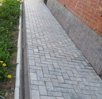 Pavement blind area