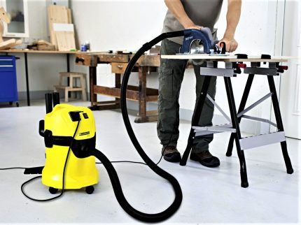 Industrial vacuum cleaner KARCHER MV3P during operation