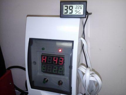 Higrometrs ar temperatūras sensoru