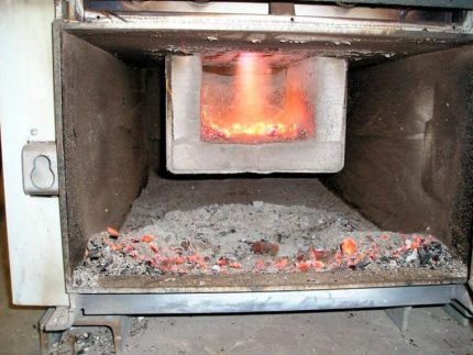Solid fuel boiler combustion chamber