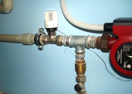 Thermostat on the pipe