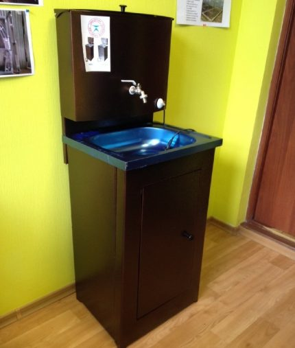 Heated washbasin for summer residence