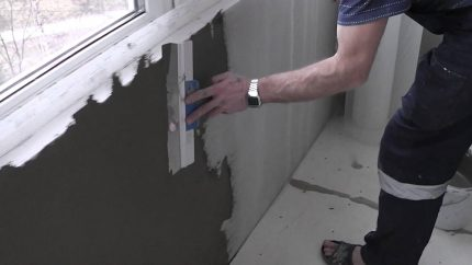 Nivellement de la surface du mur