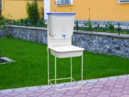Washbasin without a stand in the country