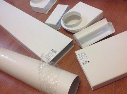 Četrstūrainas plastmasas caurules ventilācijai