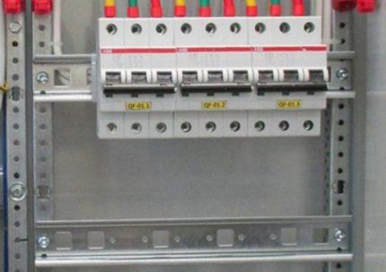 Rail DIN pour le matériel de montage