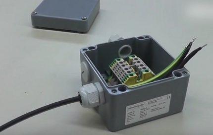 Connecting box