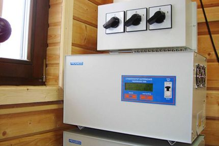 Voltage stabilizer for giving