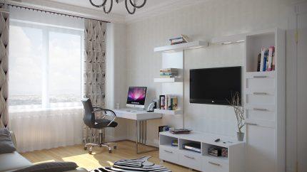 Istaba ar datoru un televizoru