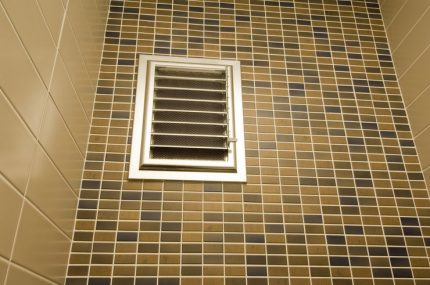 Moving fins ventilation grill