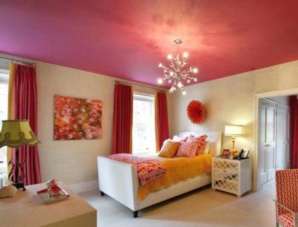 Plafond de couleur vive