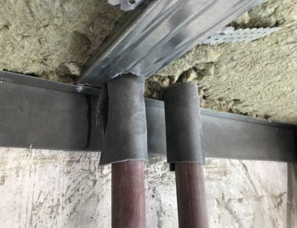 Ruban d'isolation contre les vibrations sur les tuyaux