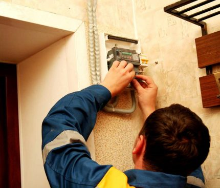 Work with the electric meter