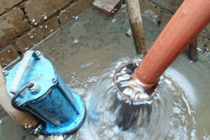 The use of hydraulic drilling