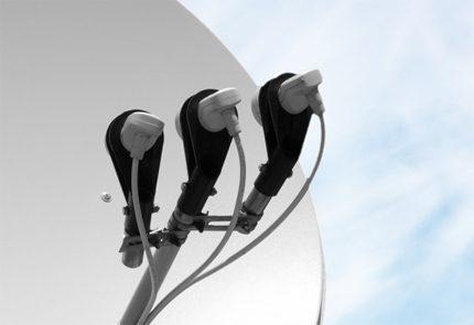 Multi feed antenna