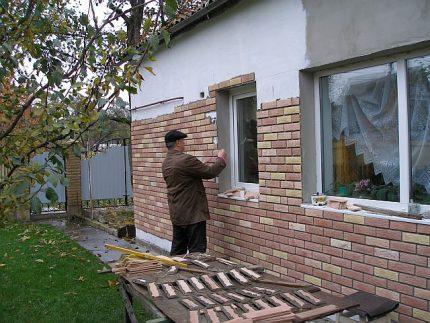Installation of tiles