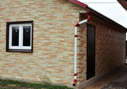 Facade cladding with basement siding
