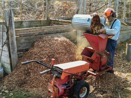 Wood waste crusher