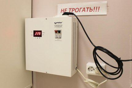 Wall voltage regulator