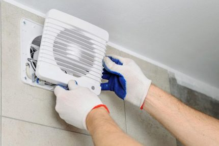 The master installs an exhaust fan
