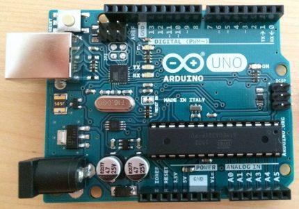 """Originali """"Arduino"""" lenta"""