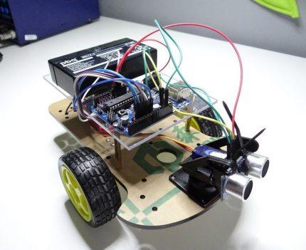 Arduino pagrįstas robotas