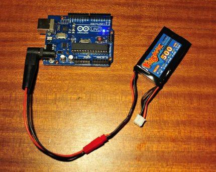 """""""Arduino"""" baterija maitinama"""